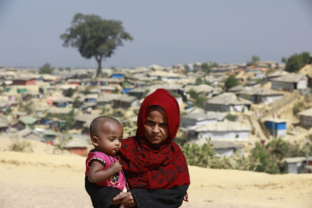 Rohingya refugee mother and child