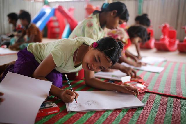 Rohingya refugee children in a classroom