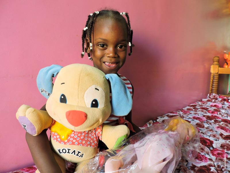 Child holding stuffed animal - Child protection