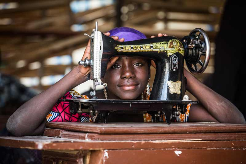 Girl with sewing machine - Diffa, Niger