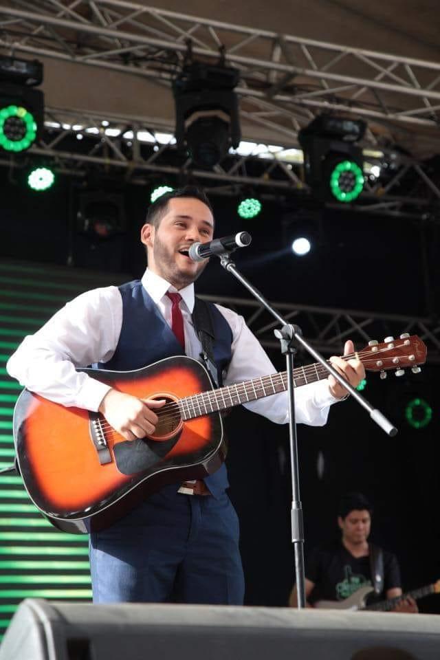 Jhon Fredy Diaz performing