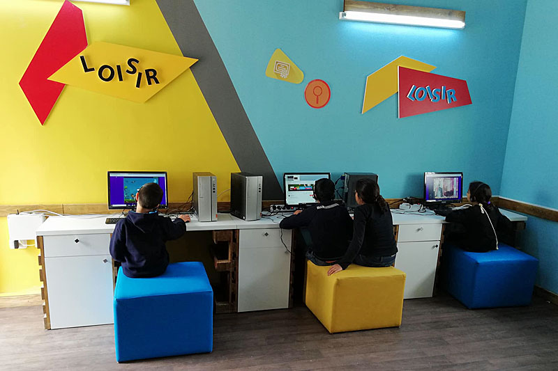 Children using computers in the new Digital House in Tunisia