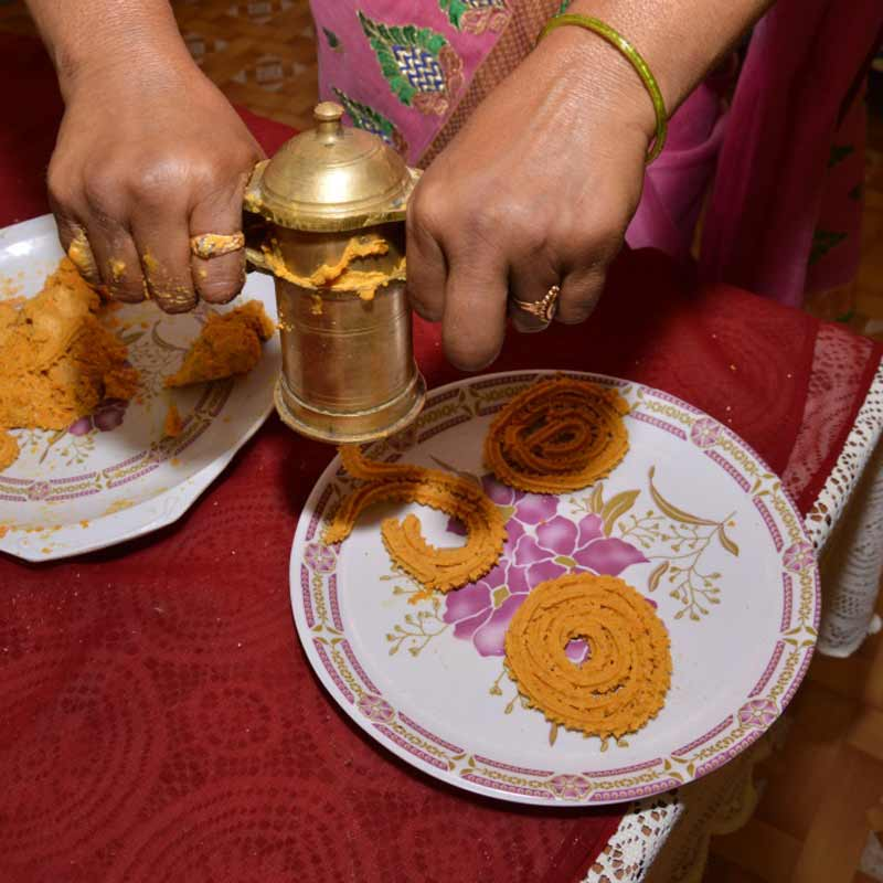 Making Chakli