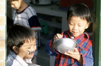 SOS sponsored children eating from bowls