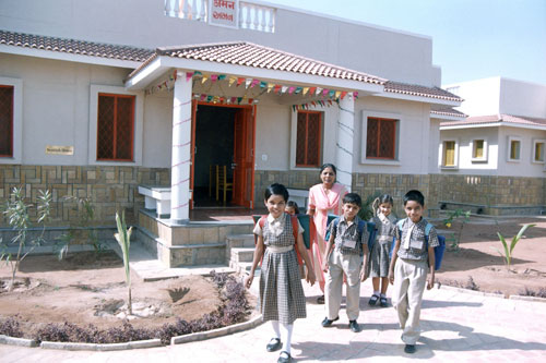 Sending children off to school in Bhuj, India