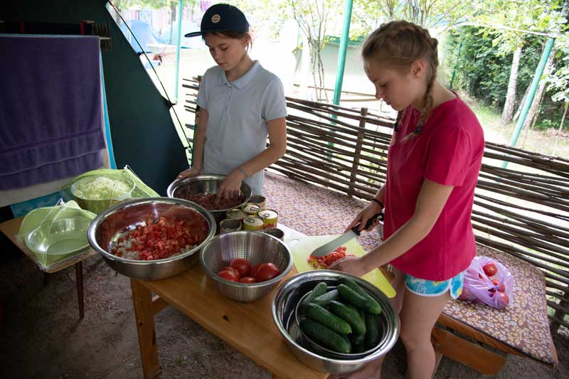 Teenagers chopping vegetables in Belarus